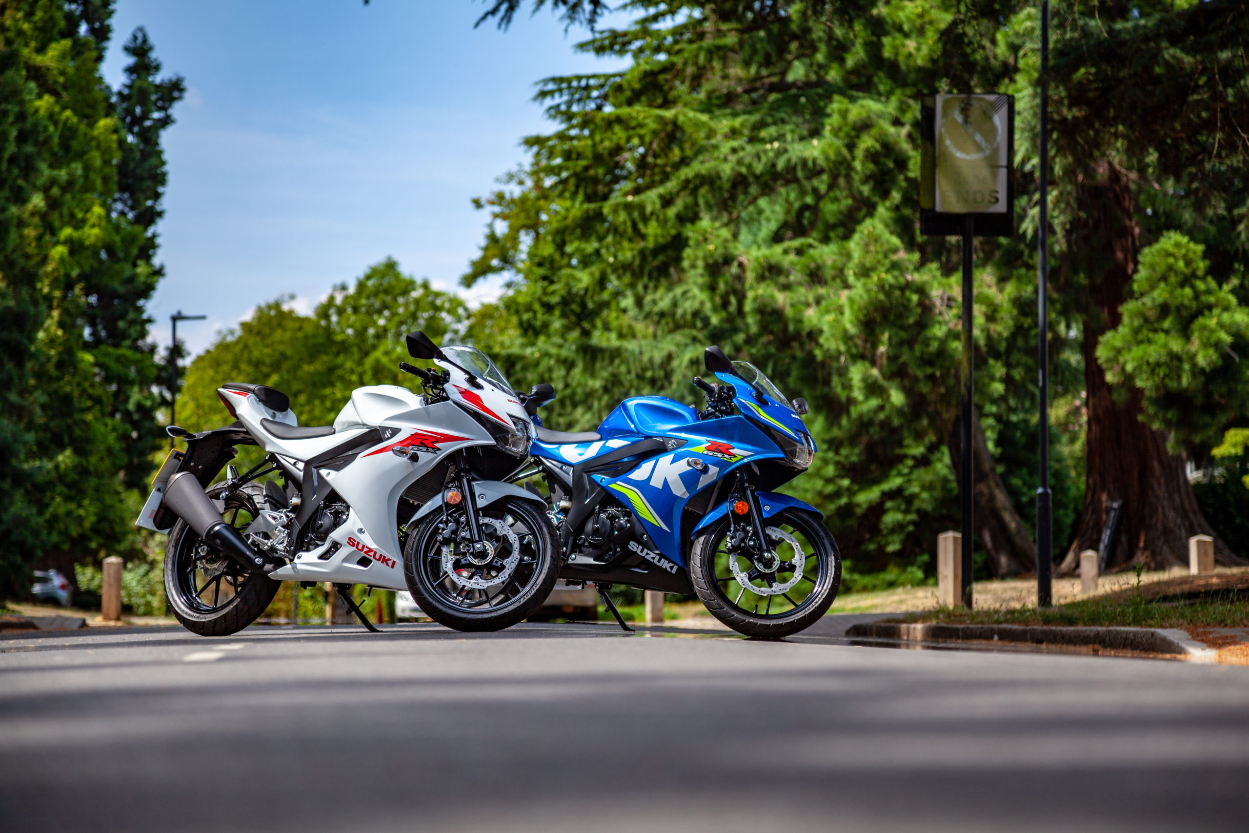 GSX-R125 in Motogp and in white street photography 2