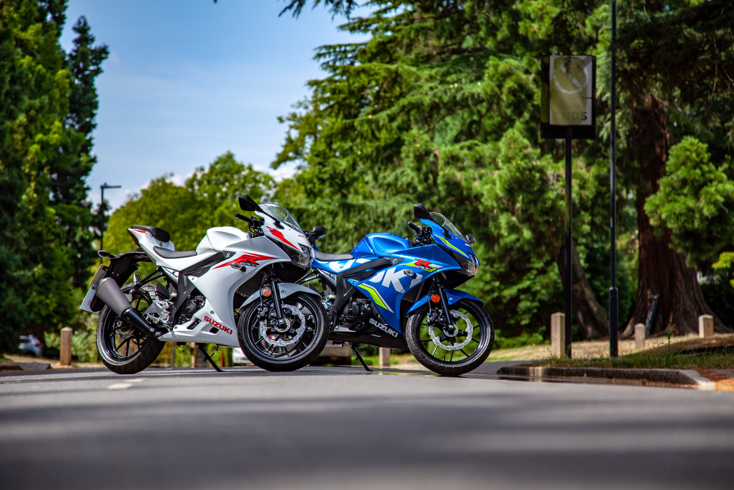GSX-R125 in Motogp and in white street photography